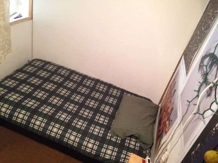 Another view of the bed.