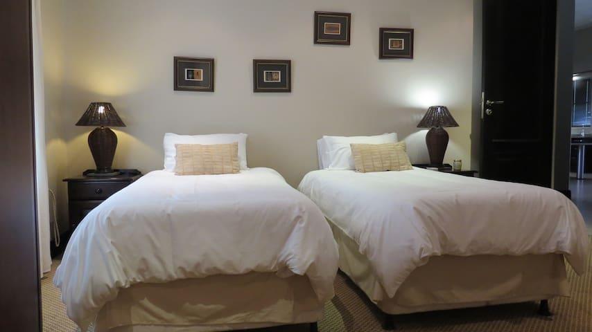 Bedroom 3, 2 single beds, with en-suite bathroom. Separate air conditioning.