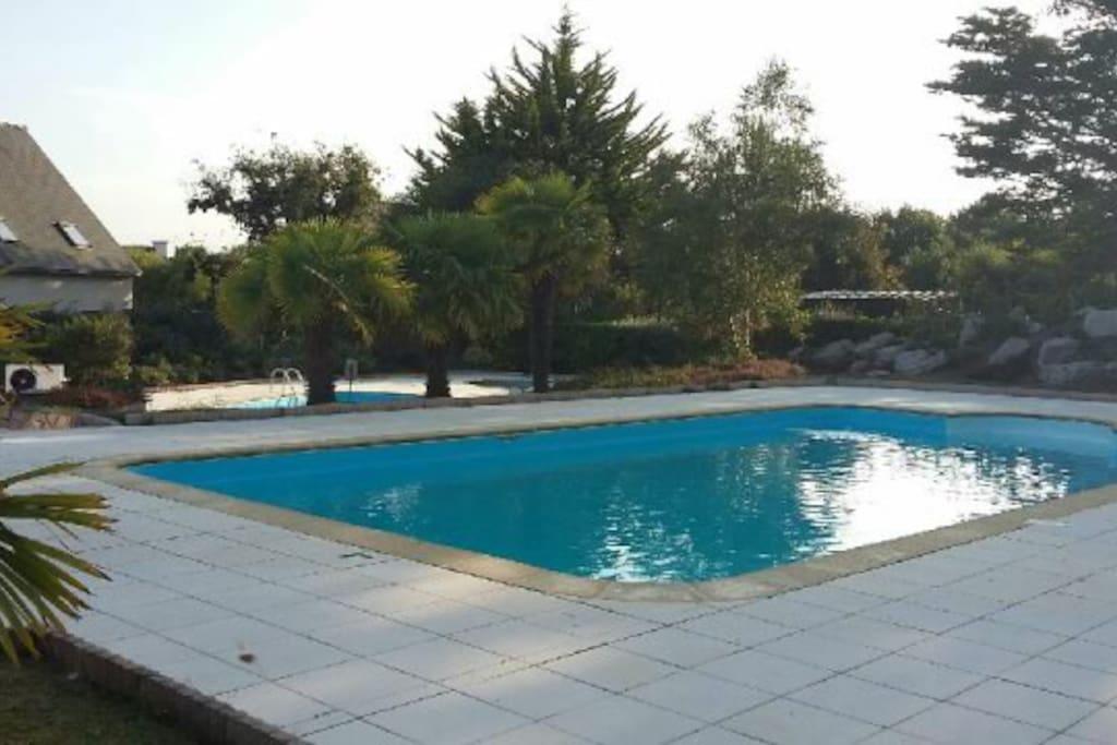 La résidence dispose d'une piscine chauffée avec deux bassins, de quoi profiter du soleil breton! (uniquement de juin à septembre)