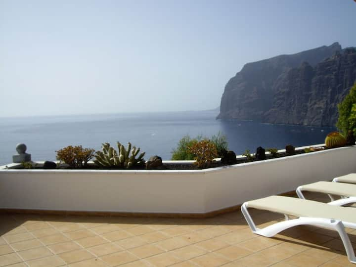 Prime Location, Htd Pool, Amazing Views nr Beach