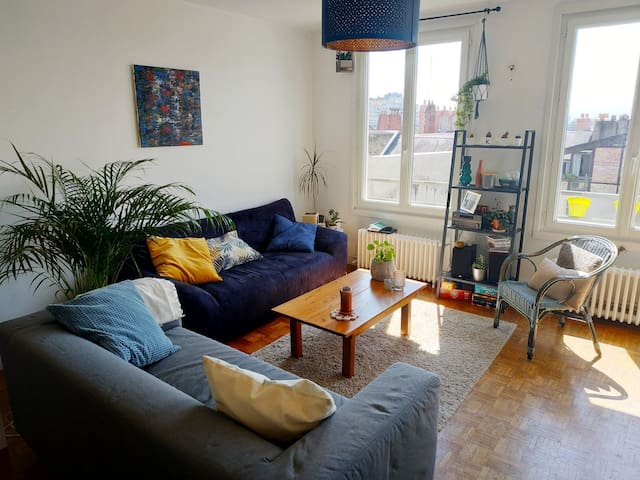 Chambre privée dans un lieu cosy et lumineux