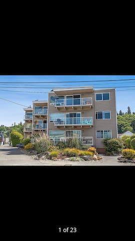 Sunny 3rd floor condo on Alki beach - Seattle - Apartment