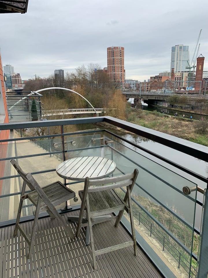 Boutique City Apartment With River View & Parking