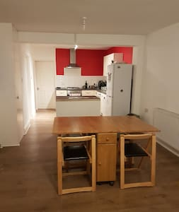 Warm Friendly 3 Bed House Stratford - London - Lain-lain