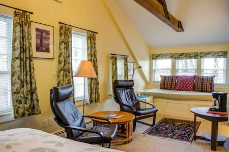 East Room - Chatham Guest Rooms