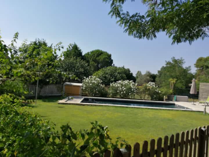 Gite 4pers-piscine chauffée- aire jeux -12km mer