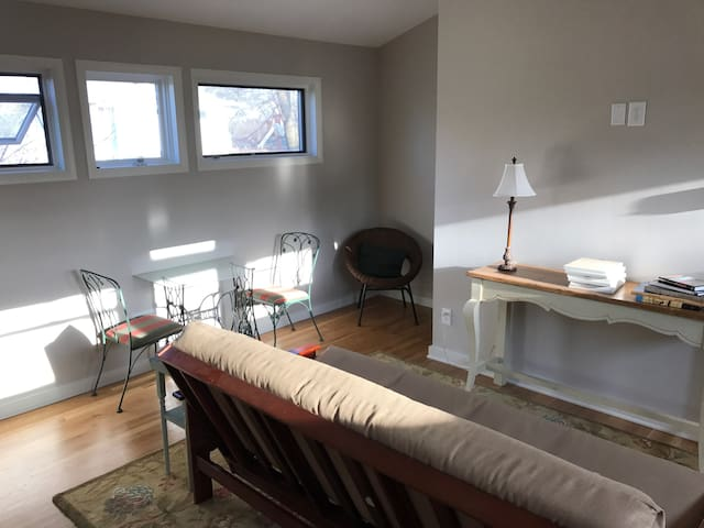 New Private Guesthouse near Downtown Nashville! - Nashville - Casa de huéspedes