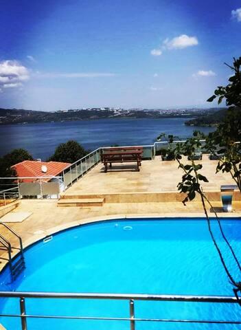 Müstakil havuzlu gol manzaralı villa