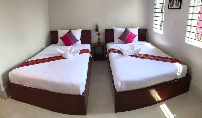 Carolina Angkor Hostel N3 free pickup& pool
