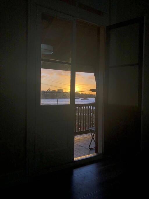 Balcony door, bed 1