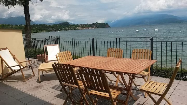 Apartment with terrace view onto Garda lake & pool