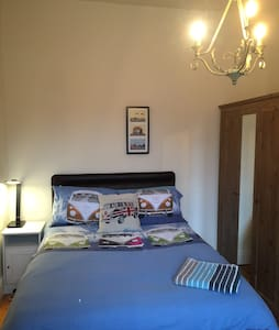 Double bed in relaxed house. - Altrincham - Dům