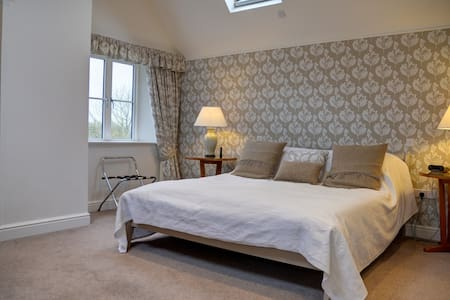 Maxwell's Piece  B&B, Burford Super King double - Moreton-in-Marsh