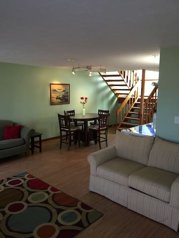 Beautiful 2bd condo-Close to Everything in Poconos - East Stroudsburg - Daire