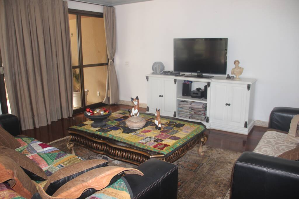 sala de estar con televisor hd digital