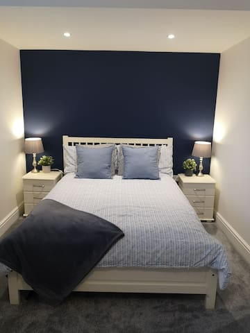 Large, Quiet Double Bedroom With Private Bathroom