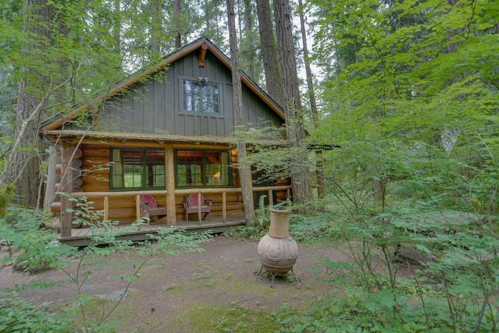 Find peace and tranquility at this riverfront Steiner cabin in the forest!