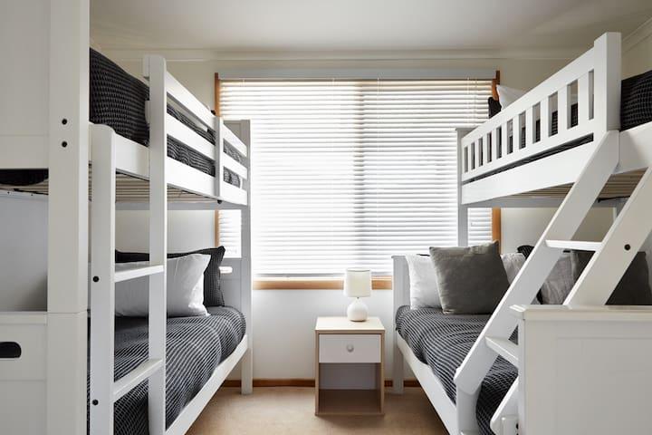 Third Bedroom: Sleeps 5 (1 x single bunks + 1 x trio bunk)