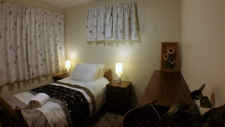 Quiet & cozy single bed + beautiful garden