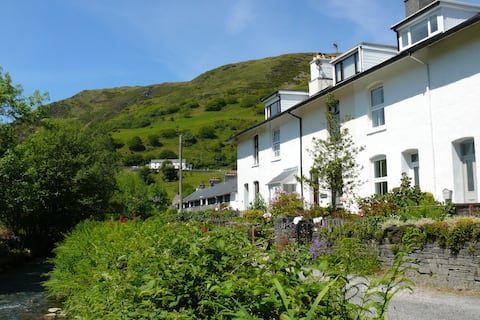 Abergynolwyn Holiday Cottage with Stunning Views