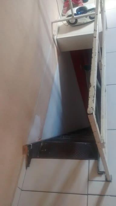 Escada do quarto pra sala.
