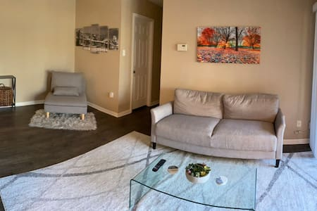 Beautiful 2 bedroom Condo in Downtown Columbia