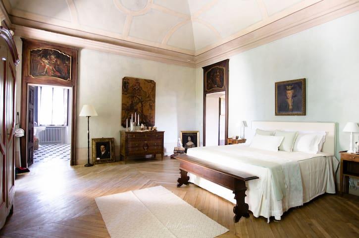 Camera Padronale in Villa di Lusso