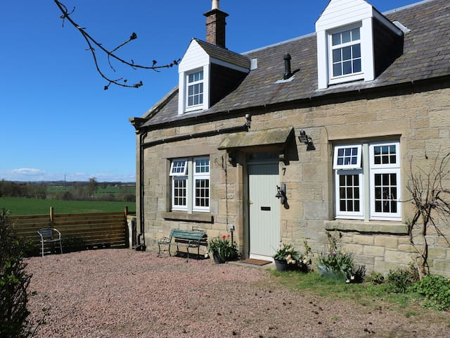 SAWERS REST, pet friendly, with open fire in Coldstream, Ref 966319