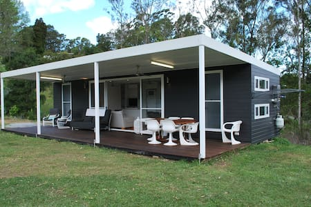 Cool new 2 bedroom cabin, large lawn, outdoor pets - Repton