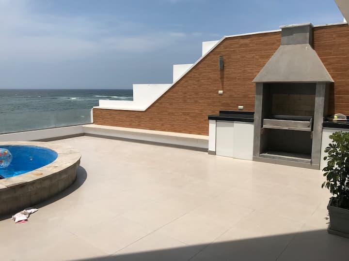 Hermosa y Amplia casa frente al mar