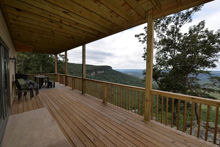Lookout Mountain Bluff Hideaway with views