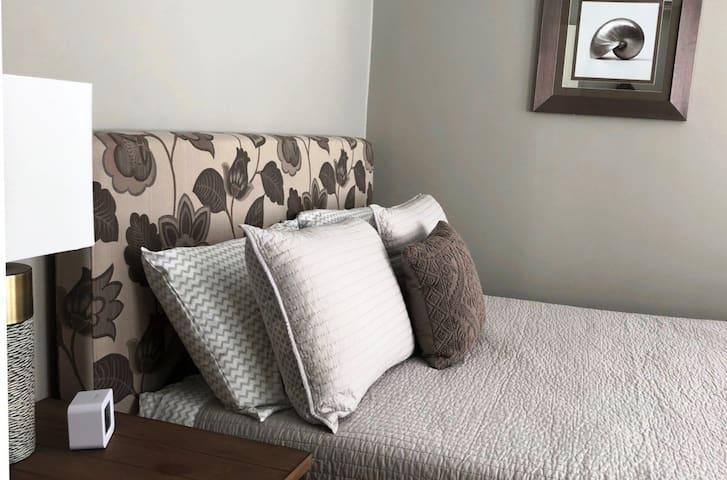 Fountainview Inn - Suite 305