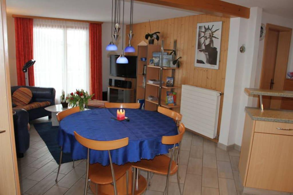 Wohn - Esszimmer  Living - Dining Room  (Photo 1)