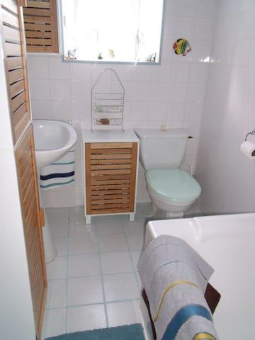 Salle de bain de la maison photo 1