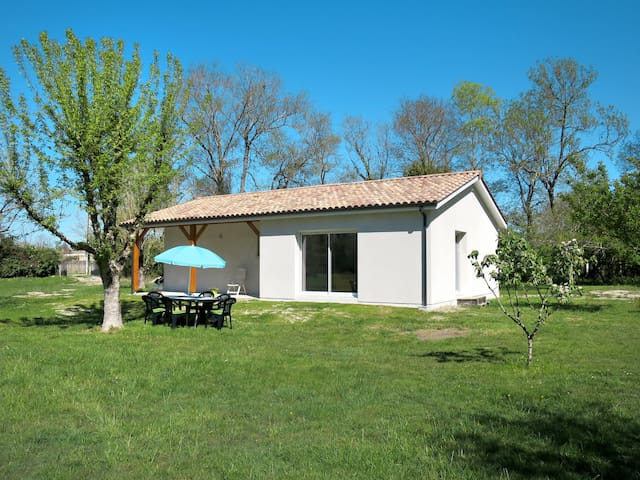 Holiday home in Civrac-en-Médoc