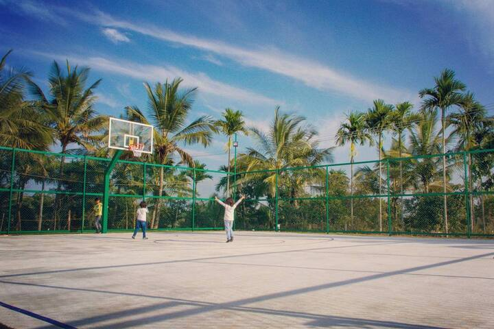 The basketball court at Ichumma's Inn