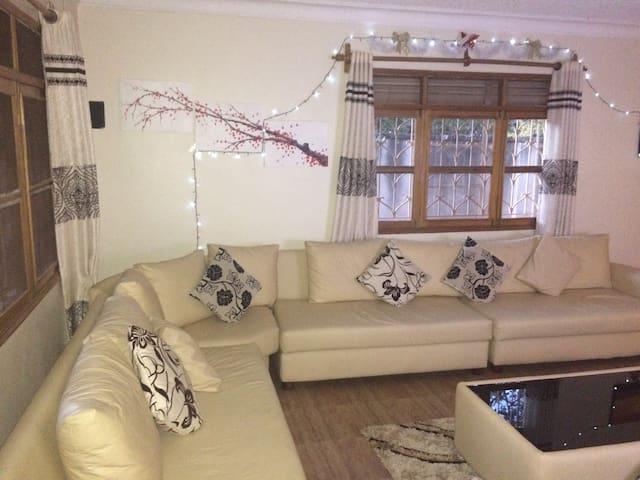 Quiet and cozy room - Kampala - Haus