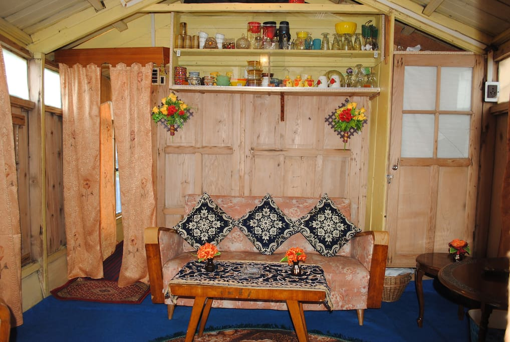 SITTING ROOM OF HOUSEBOAT