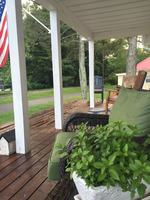 You wouldn't believe the people watchin'. 100's of riders past by this porch every weekend.