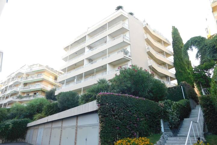 Cosy Apartment in Sanremo with Balcony