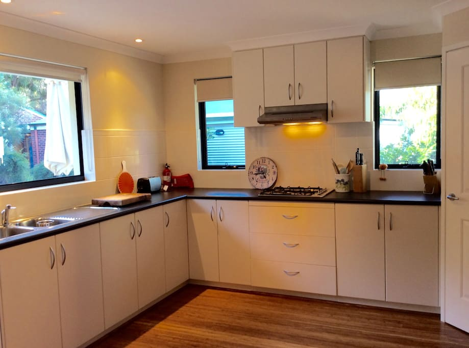 Spacious kitchen (fully equipped)