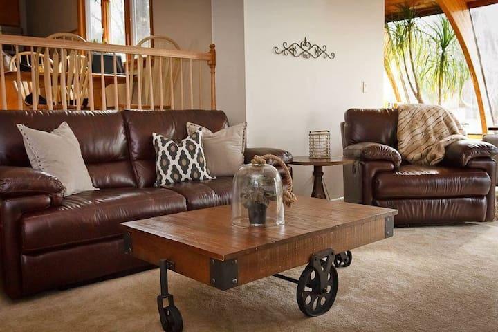 Cozy Saratoga Ashley Style Ranch - Saratoga Springs - Rumah