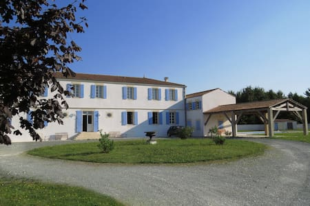 Large Charentaise Gite - sleeps 22 people - Rançannes