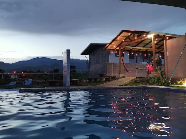 Apartamento para hospedarse con piscina, centrico