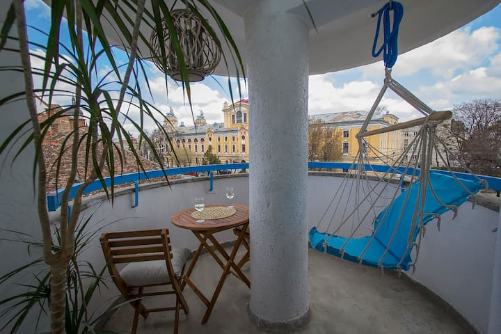 Cool Cluj Studio with Sunny Terrace - Cluj-Napoca - Appartamento