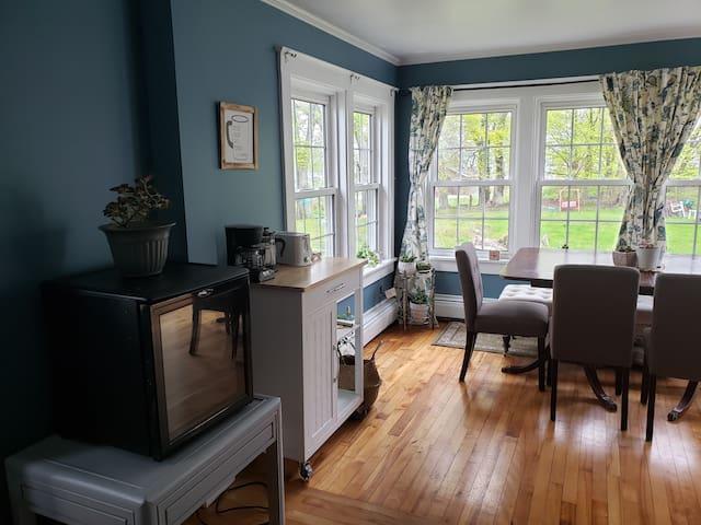 Coffee and breakfast area/Dinning room