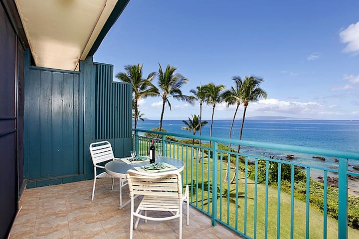 402 Punahoa Penthouse - Oceanfront with A/C