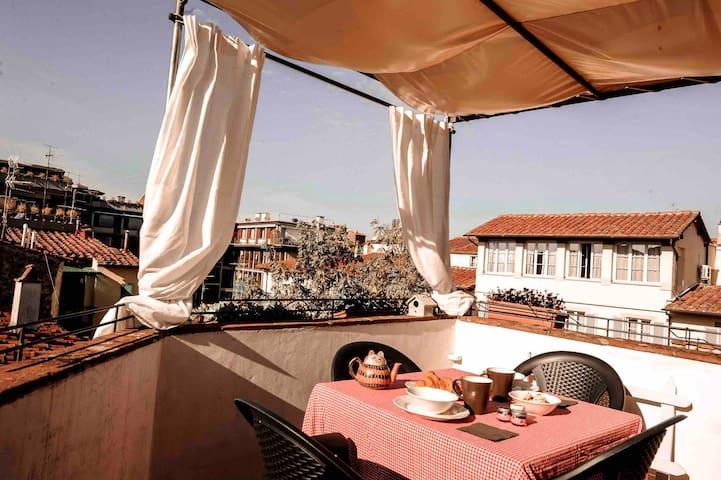 Private terrace Live like a local in St Croce 🌞