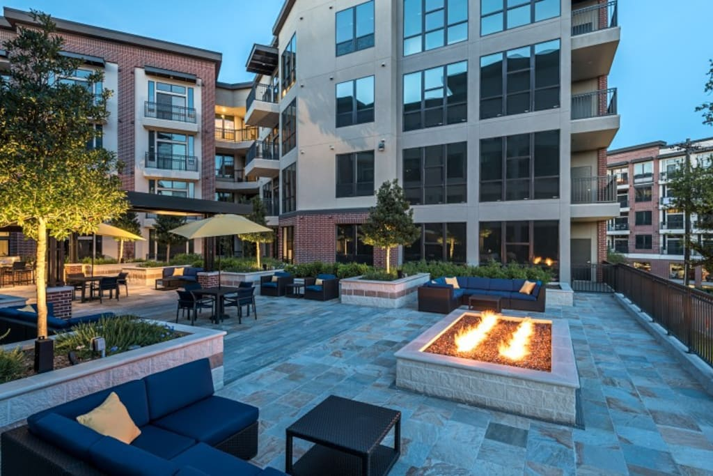 Spacious Upscale 5 Beds In The Heart Of Midtown Apartments For Rent In Houston Texas United
