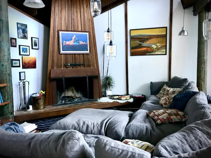 Bohemian treehouse-style loft in the redwoods
